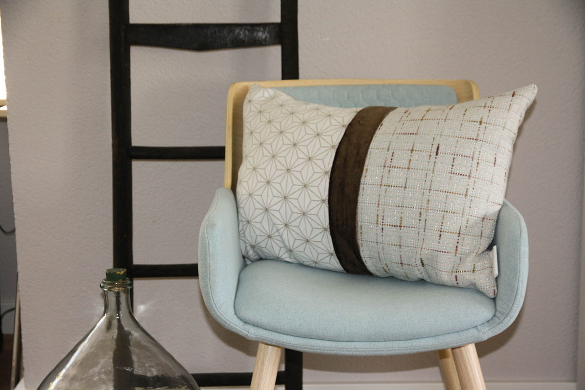 Sierkussen grafische print stoel